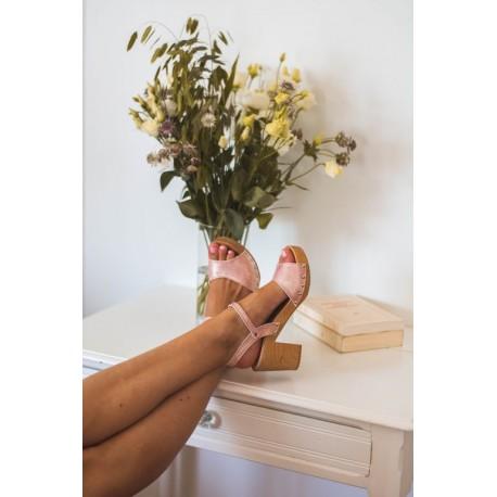 Sandales en bois et cuir, talon 7,5 cms