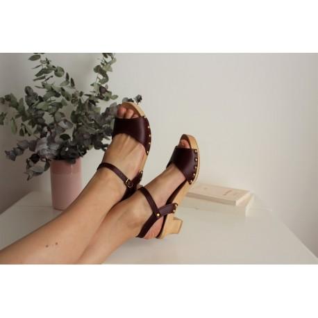 Sandales en bois et cuir, talon 4,5 cms